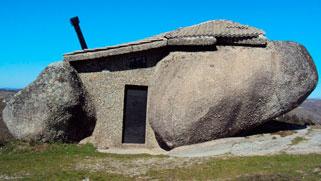 Las construcciones más raras del mundo Casa do Penedo