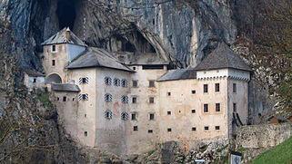 Las construcciones más raras del mundo El Castillo de Predjama
